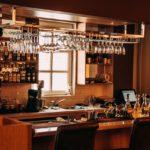 Potrebne dve KONOBARICE za rad u klubu u Bazelu,stan i hrana OBEZBEĐENI, plata je 800 franaka plus bakšiš!